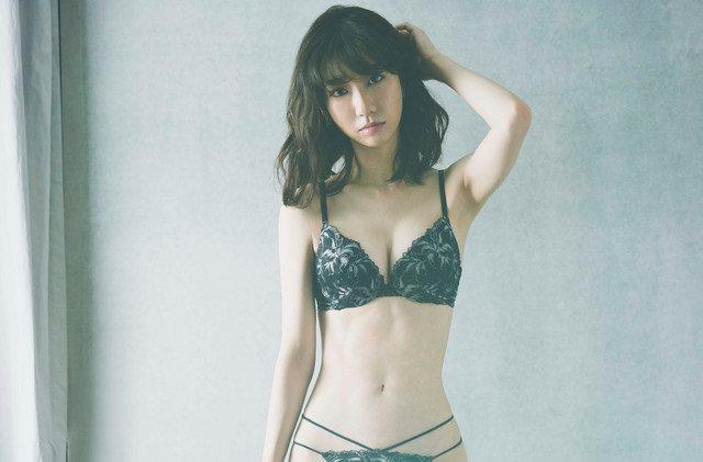 柏木由紀ちゃん(27)の最新下着姿が極細クビレでセクシーすぎると話題に!