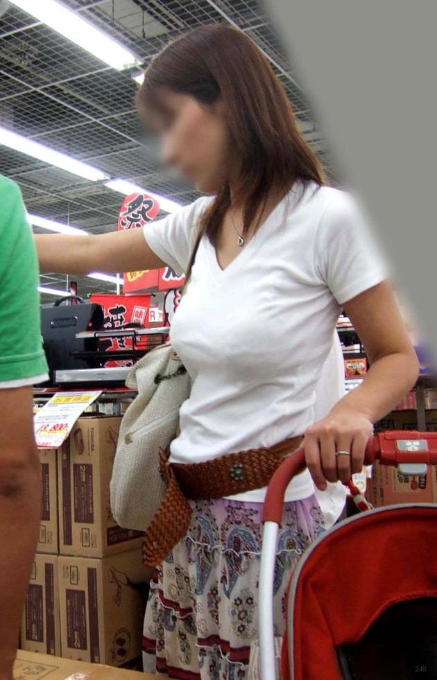 子連れママの着衣巨乳 21