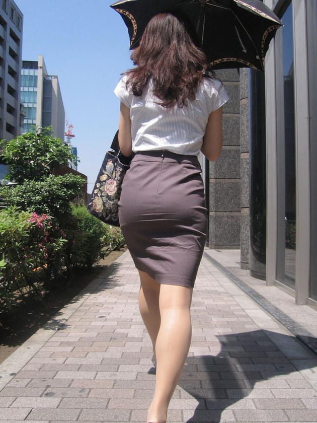 OLの着衣尻 32
