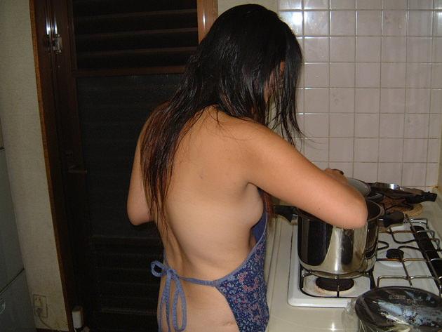 素人の裸エプロン 18