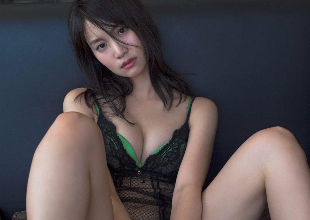 永尾まりや 元AKB48まりやぎのランジェリー生乳&丸出しプリ尻色っぽい写真