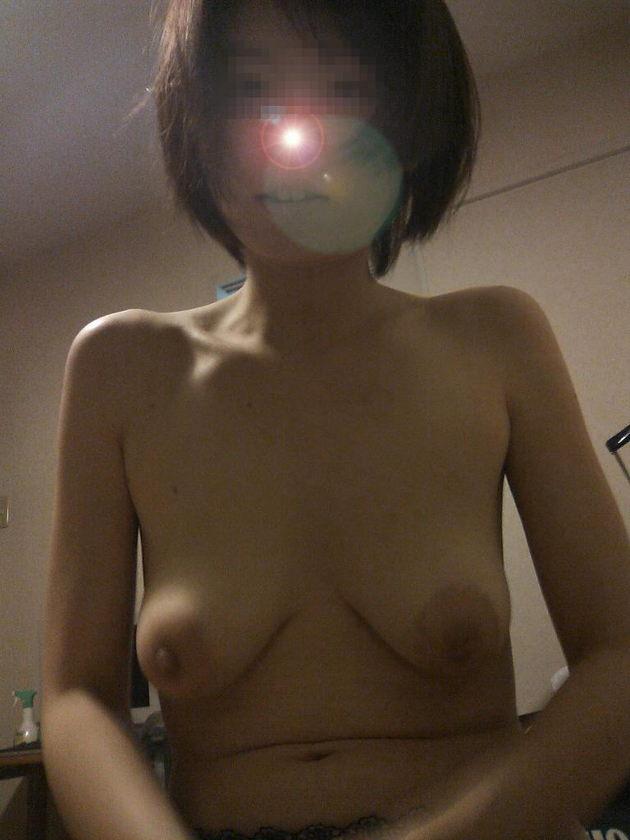 アラサー素人人妻の垂れ乳 10