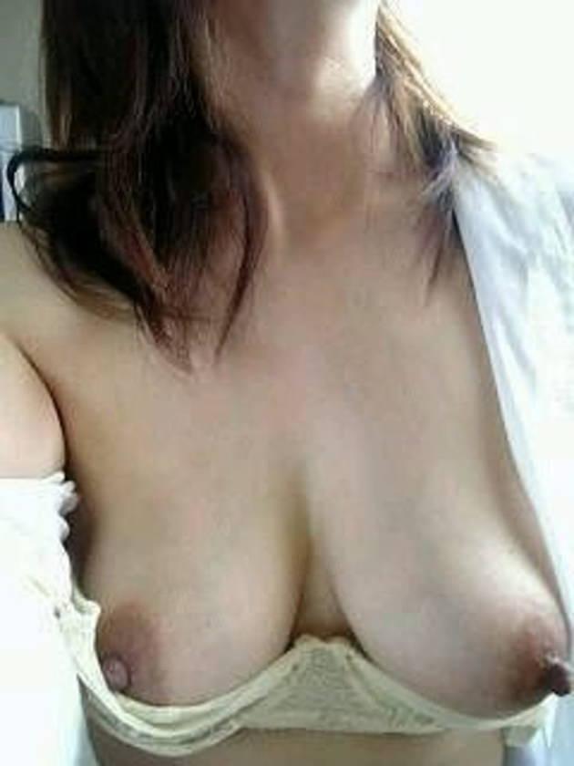 アラサー素人人妻の垂れ乳 13