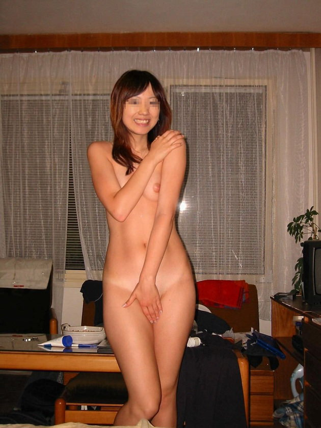 流出した素人の笑顔の全裸ヌード 11