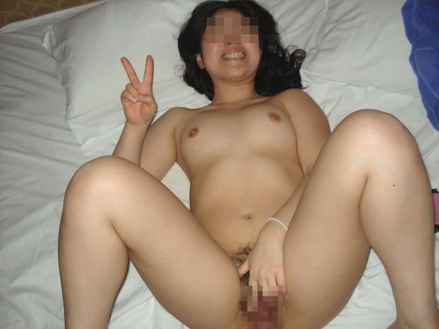 流出した素人の笑顔の全裸ヌード 14
