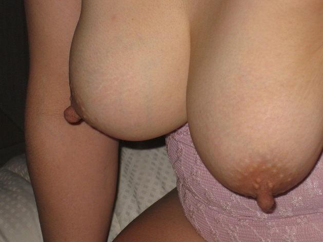 素人熟女の美乳 11