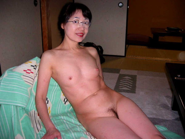素人熟女の美乳 13