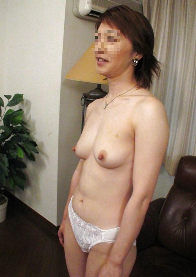 素人熟女の美乳 30