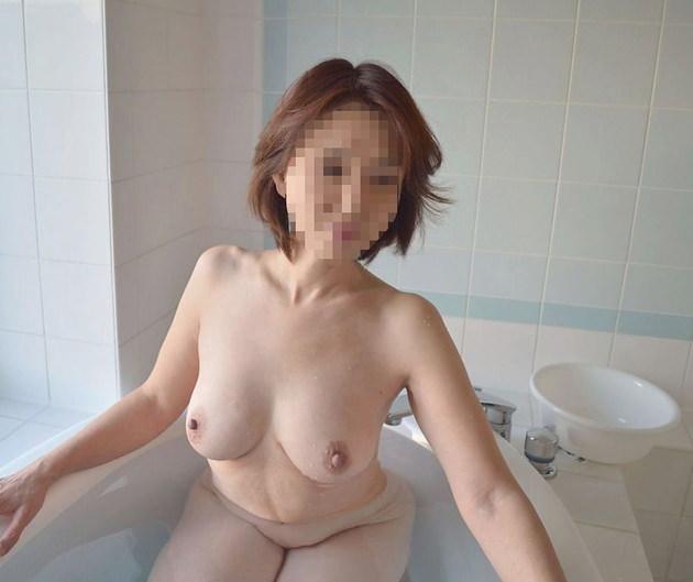 素人熟女の美乳 32