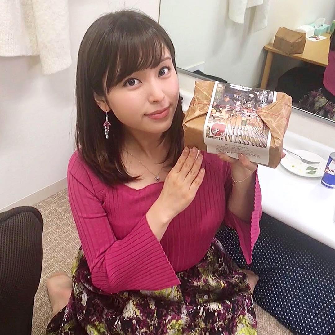 (写真)角谷暁子アナ、胸元パックリトリス前かがみ☆谷間が見えたと話題にwwwwwwww