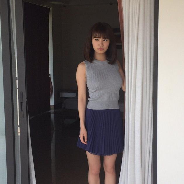 グラドルのニットの着衣巨乳 34 菜乃花