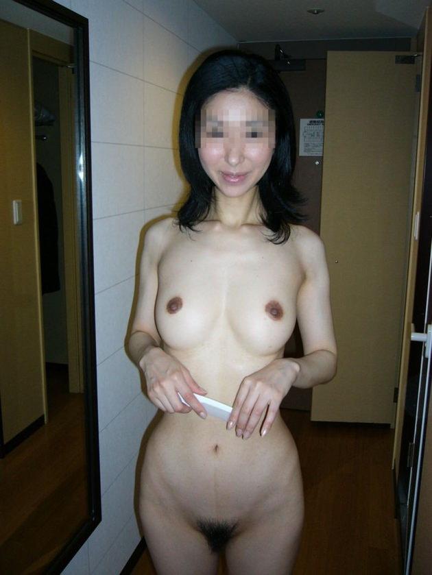 熟女の勃起乳首 14