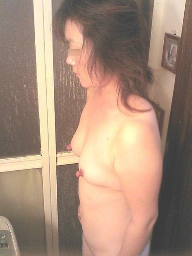 熟女の勃起乳首 29