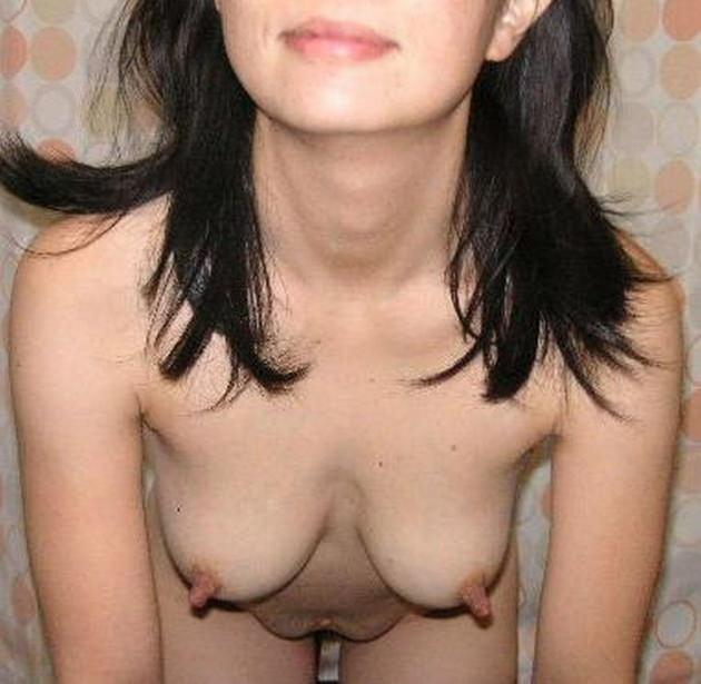 熟女の勃起乳首 34