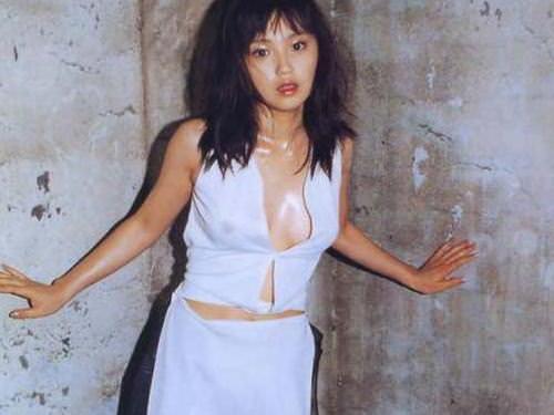 【永作博美】永遠のアイドルの乳首と濡れ場&グラビアエロ画像集(38枚)