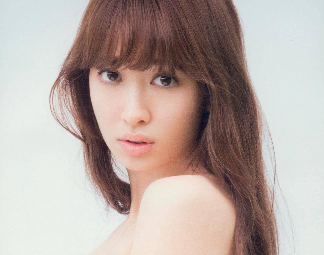小嶋陽菜 こじはるの手ブラミソジお乳&生尻丸出し色っぽい写真