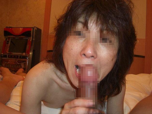 素人熟女のフェラ顔 7