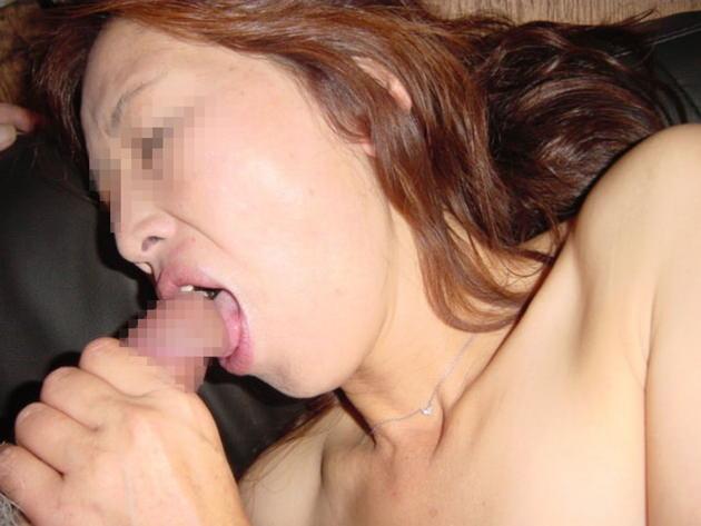 素人熟女のフェラ顔 16