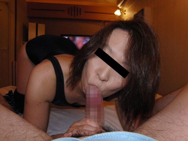 素人熟女のフェラ顔 18