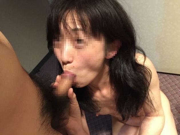 素人熟女のフェラ顔 29