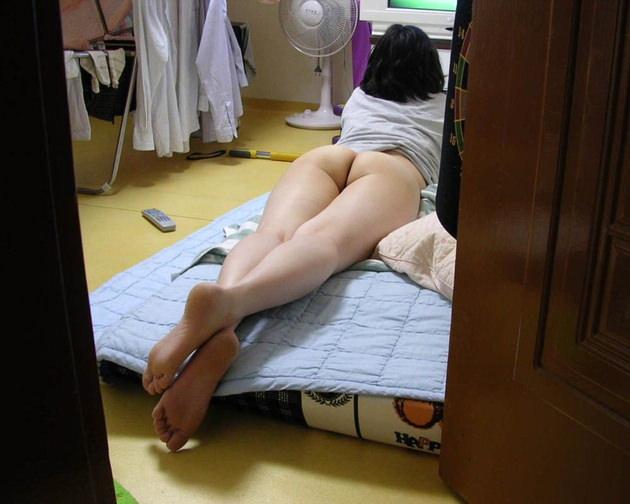 下半身が裸の素人 15