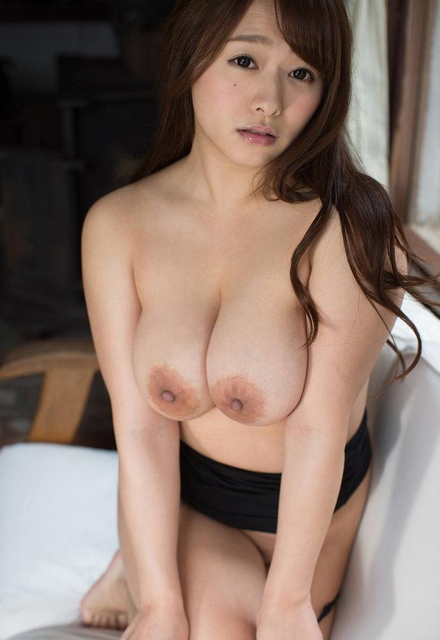 デカ乳輪の垂れ乳巨乳 11