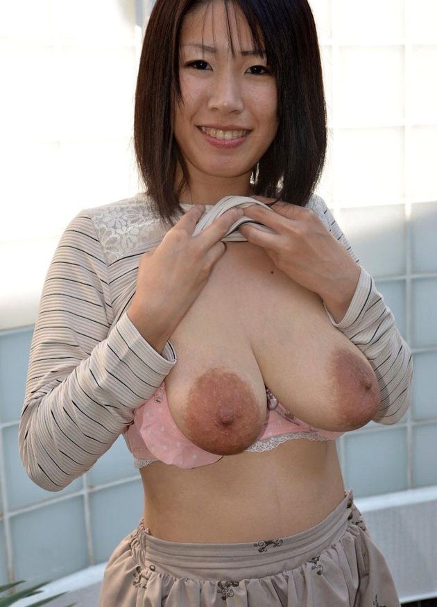 デカ乳輪の垂れ乳巨乳 22