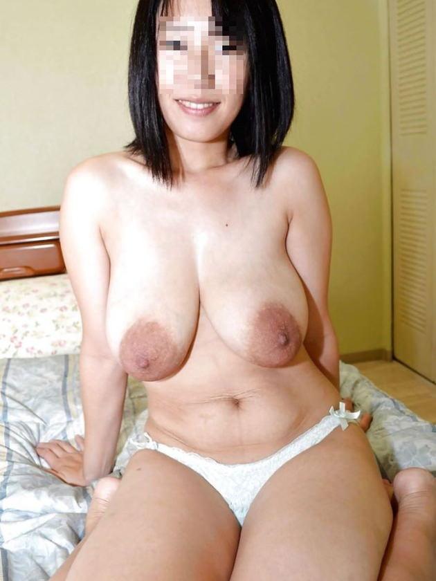 デカ乳輪の垂れ乳巨乳 23