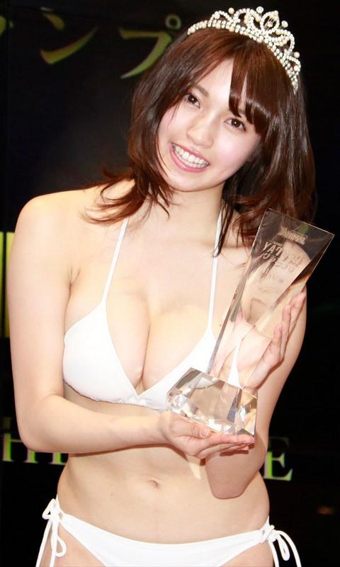 ダンスユニットCHERRSEE・MIYUのお乳がデカくてえろ過ぎる☆辞めてグラビア専業で天下取れるだろ・・・