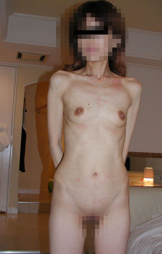 素人熟女の貧乳 3