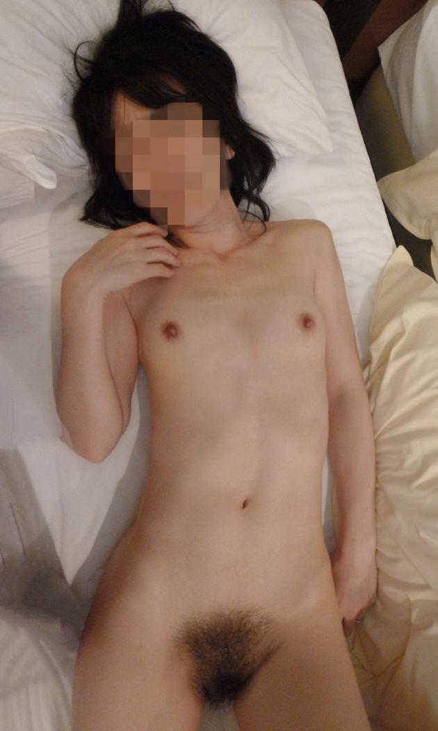 素人熟女の貧乳 9