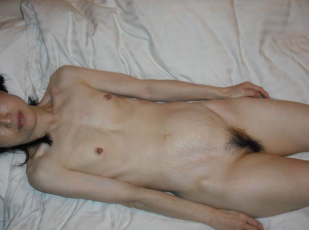 素人熟女の貧乳 18