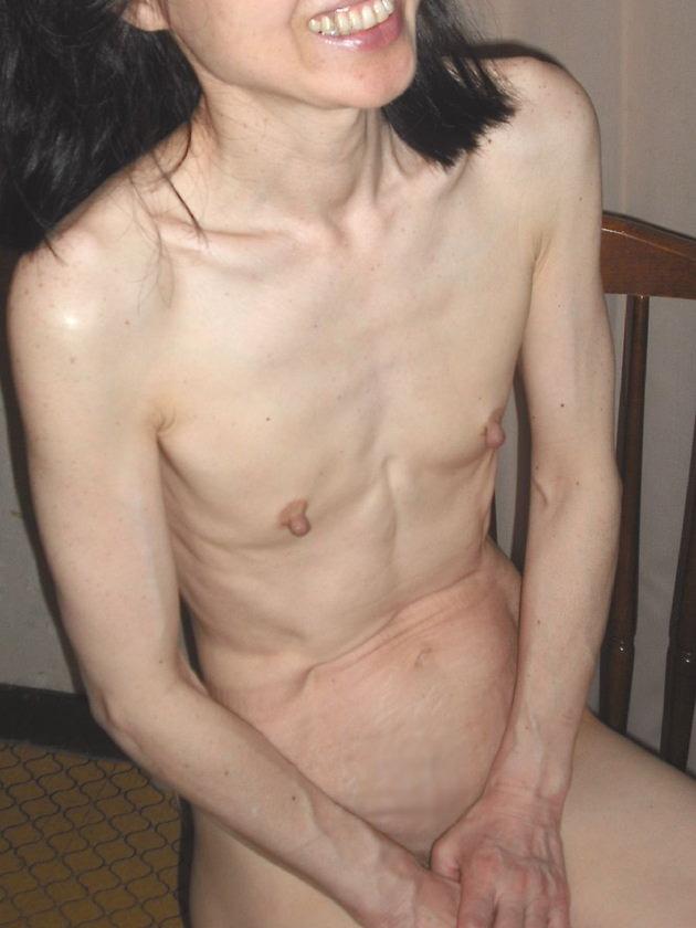 素人熟女の貧乳 19