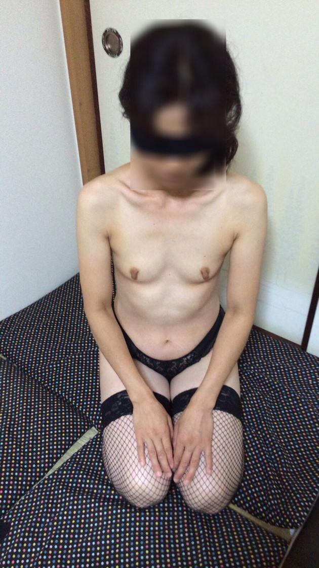 素人熟女の貧乳 32