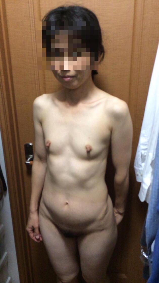 素人熟女の貧乳 38