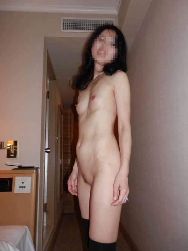 素人熟女の貧乳 43
