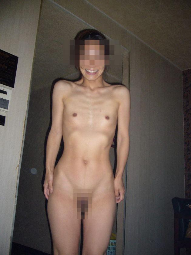 素人熟女の貧乳 44