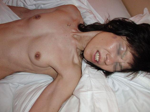 素人熟女の貧乳 45