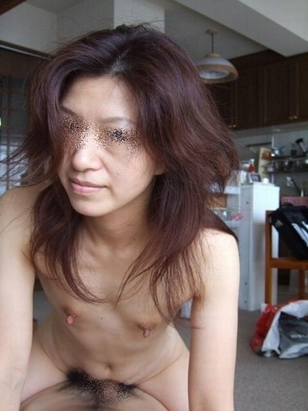 素人熟女の貧乳 46