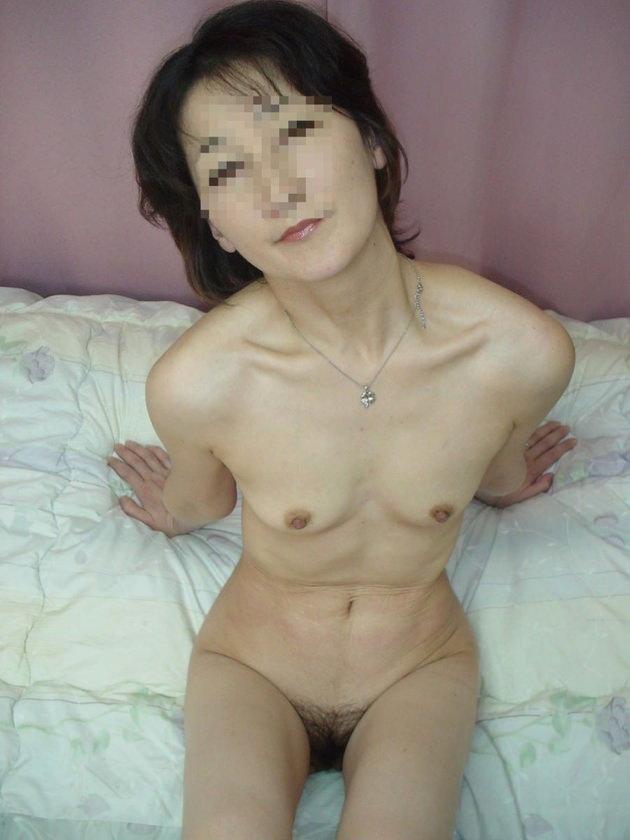 素人熟女の貧乳 61