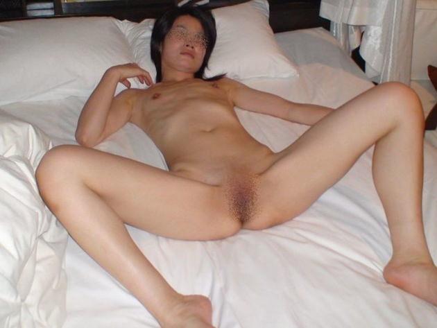 素人熟女の貧乳 64