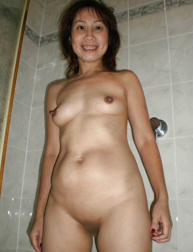 ラブホで撮った熟女の全裸 15
