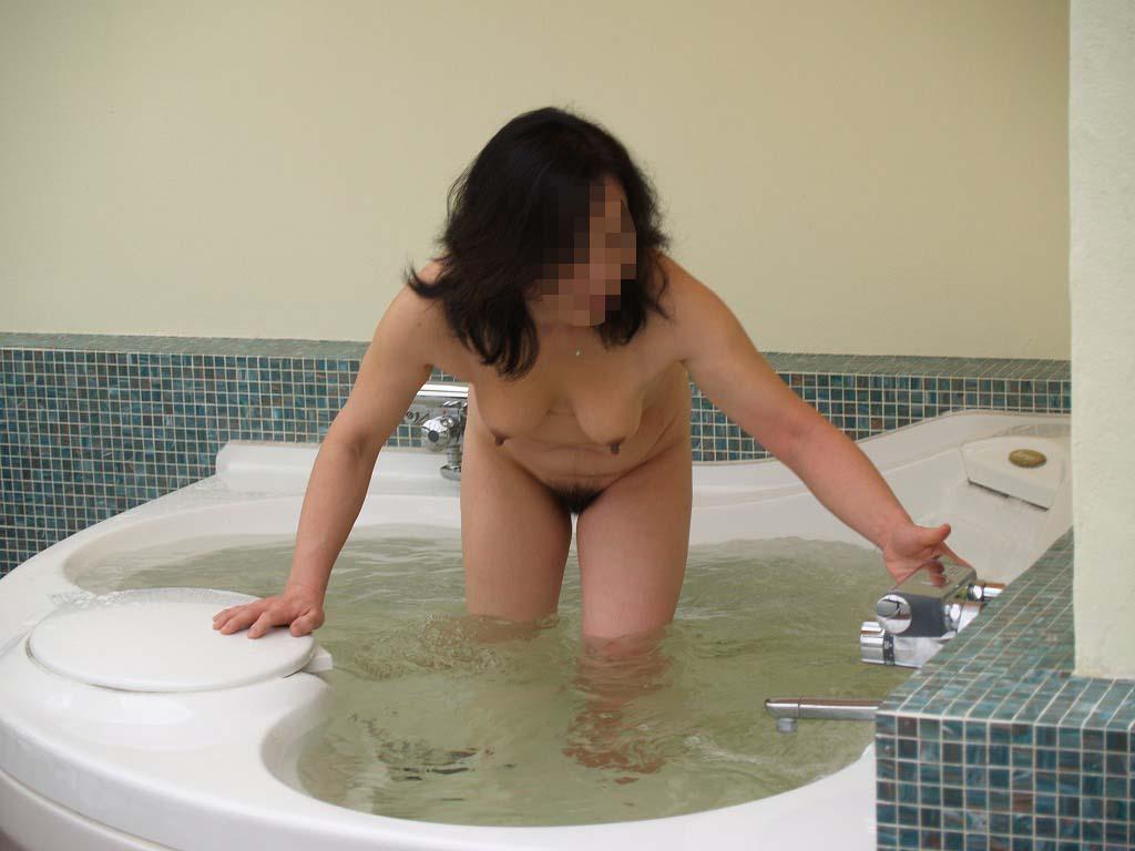 ラブホで撮った熟女の全裸