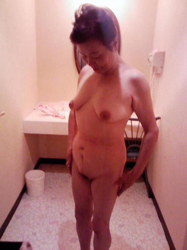 ラブホで撮った熟女の全裸 29