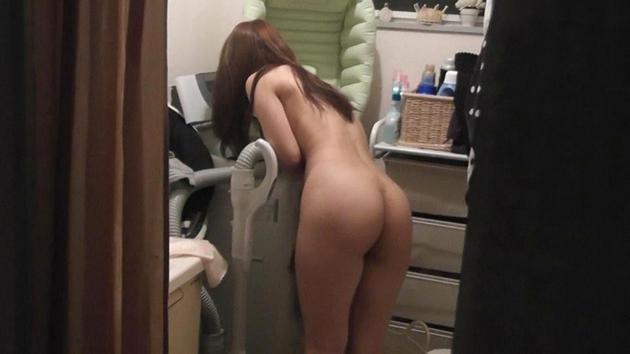 脱衣所の家庭内盗撮 1