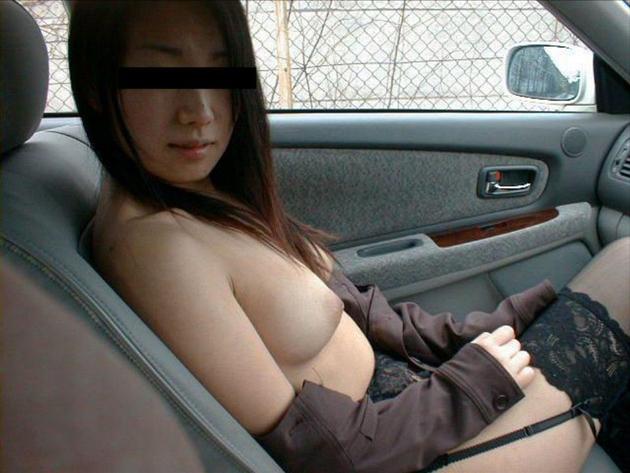 車内でおっぱい露出 4