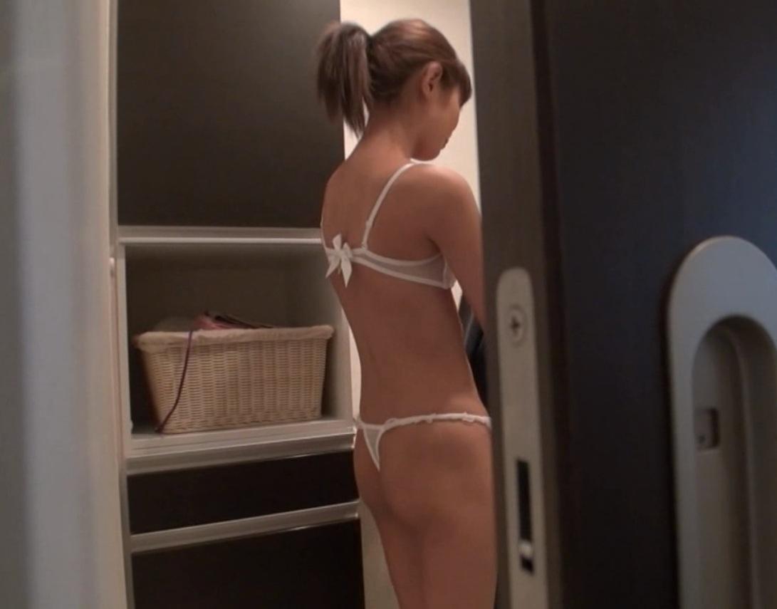 家庭内盗撮!自宅の脱衣所で油断した身内の生々しい裸 画像34枚