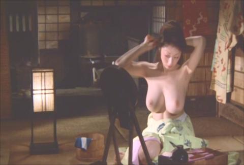 【ヌード速報】高岡早紀(46)究極の巨乳美熟女ヘアヌードに…デビュー30周年で年齢を感じさせないおっぱい再び公開…