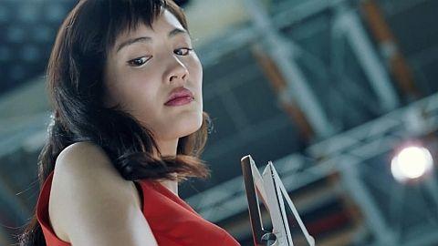 綾瀬はるか、ノーブラ&ポロリ放送事故級の映像が話題。