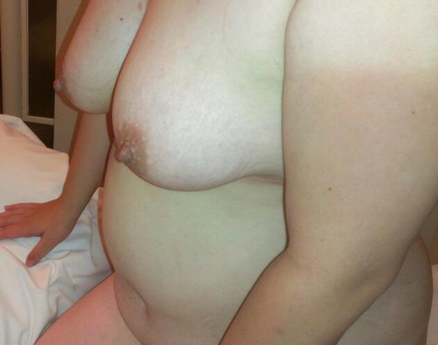 ぽっちゃり熟女の全裸ヌード 10